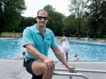 Bademeister Stephan Krüger im Schyrenbad