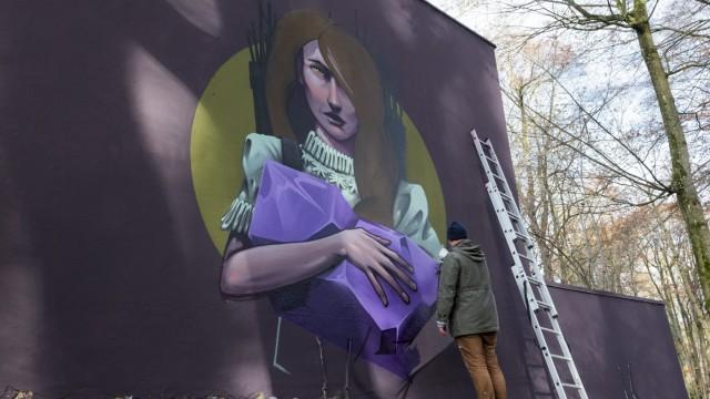 Mr. Woodland gestaltet die Wand am Stadtparkt
