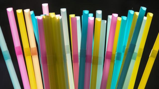 Plastik-Strohhalme
