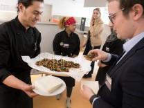Projekt Turning Tables, das Flüchtlinge in die Gastro vermittelt. Bayernkaserne.