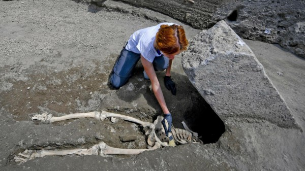 Männerskelett in Pompeji ausgegraben