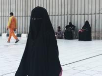 Verschleierte Frauen in Mekka - Saudi-Arabien möchte 2018 mit einigen Gesetzesinitiativen Frauen besser vor sexueller Belästigung schützen und ihnen mehr Rechte geben.