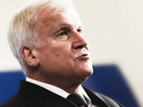 Asylpolitik: Bundesinnenminister Horst Seehofer äußert sich 2018 im Ministerium zum Familiennachzug.