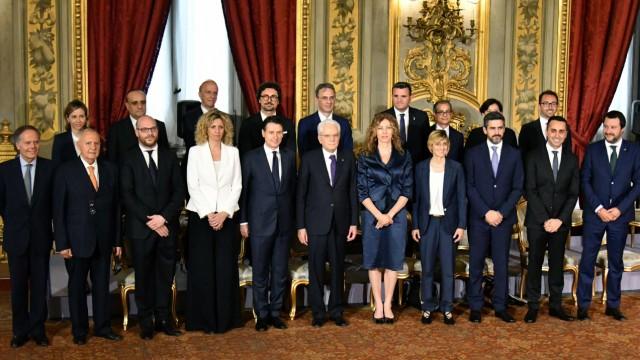 Neue Regierung in Italien: Im zweiten Anlauf vereidigte Staatspräsident Sergio Mattarella am 1. Juni 2018 das neue Kabinett von Ministerpräsident Giuseppe Conte.