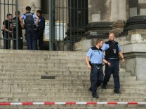 Police Shoot Knife-Wielding Suspect At Berlin Cathedral