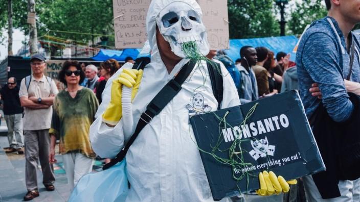 207948 B Neyman Starface 2016 05 21 Paris France Marche mondiale contre Monsanto Une gigantesque