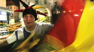 Freising Gemeinsam der Nationalelf die Daumen drücken