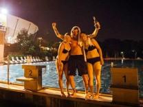 Campino steigt nachts ins Dresdner Freibad ein