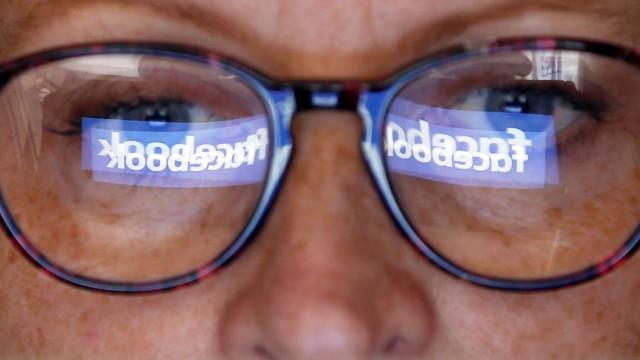 Facebook-Logo: Nach dem Datenskandal um Cambridge Analytica 2018 steht Facebook unter Druck.