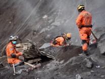 Guatemala: Nach dem Vulkanausbruch des Volcán de Fuego suchen Rettungskräfte nach Opfern im Krisengebiet.
