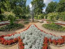 Nach fast hundertjaehriger Pause sprudeln im Potsdamer Schlosspark Babelsberg wieder die Wasserspiel
