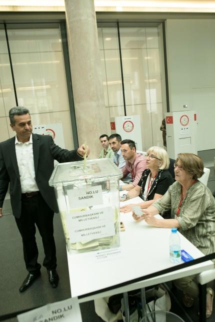 türkisches Wahllokal, Kardinal-Faulhaber-Str. 1