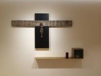 Kreuz von Robert Weber, Bildhauer aus Grafing