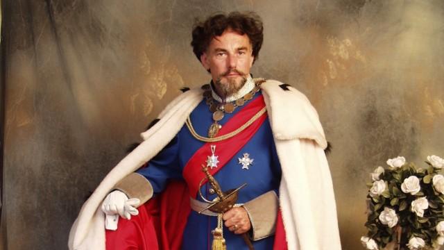 Wie Märchenkönig Ludwig II. sieht Siegfried Mathes aus.