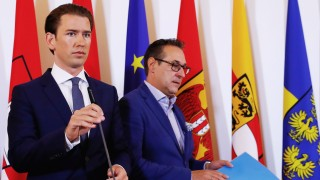 Austrian Chancellor Kurz and Vice Chancellor Strache attend a news conference in Vienna