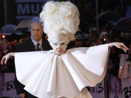 Lady Gaga: Skandal-Kleid im Museum - Huhu, ich bin die Eule: - Lady ...