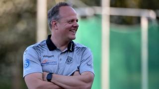 Trainer Daniel Weber VfR Garching lacht lächelt Freude freundlich fröhlich strahlend optimis