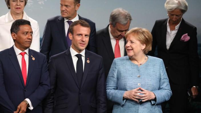 Bundeskanzlerin Angela Merkel und Frankreichs Präsident Emmanuel Macron beim G-7-Gipfel in Kanada.