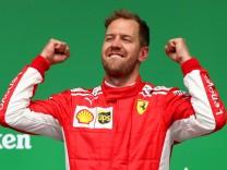 Formel 1: Ferrari-Pilot Sebastian Vettel auf dem Siegerpodest nach dem Großen Preis von Kanada 2018.