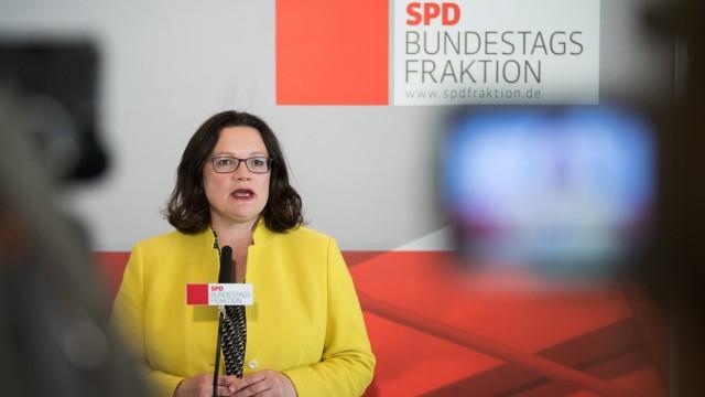 Die SPD-Vorsitzende Andrea Nahles spricht auf einer Pressekonferenz im Deutschen Bundestag vor einer Fraktionssitzung.