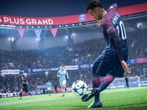 Neymar macht in FIFA 19 einen Trick.