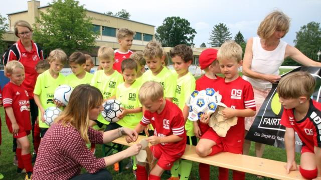 Fußbälle ohne Kinderarbeit; Fairtrade im Fußball