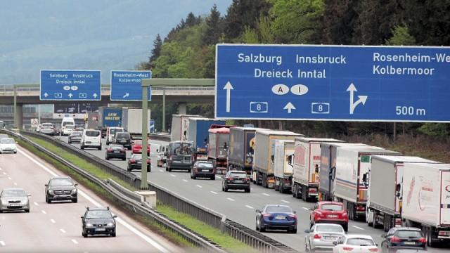 Stau wegen Blockabfertigung - Brenner-Gipfel berät in Bozen