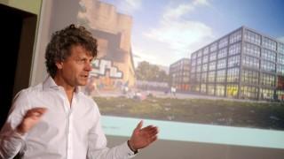 Der Architekt Johann Spengler stellt das neue Gründerzentrum der TU vor
