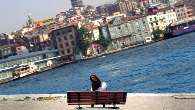 """Ewige Kipplage am Bosporus: Aydan Murtezaoglus Werk """"ohne Titel"""", 1999. Foto: Salt"""