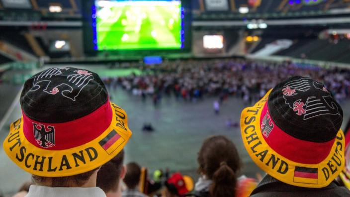 Das Public Viewing bei der Fußball-WM funktioniert genau wie andere Rituale