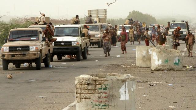 Jemen: Kämpfer bei der Hafenstadt Hodeidah