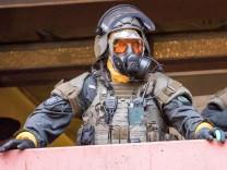 Koeln Polizei SEK Einsatz Terror Verdacht Toxische Substanzen Mann in Chorweiler festgenommen
