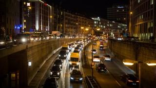 Straßenverkehr im nächtlichen München, 2017