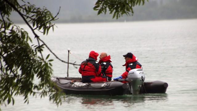 Polizisten suchen vermissten Angler; Vermisstensuche am Pilsensee