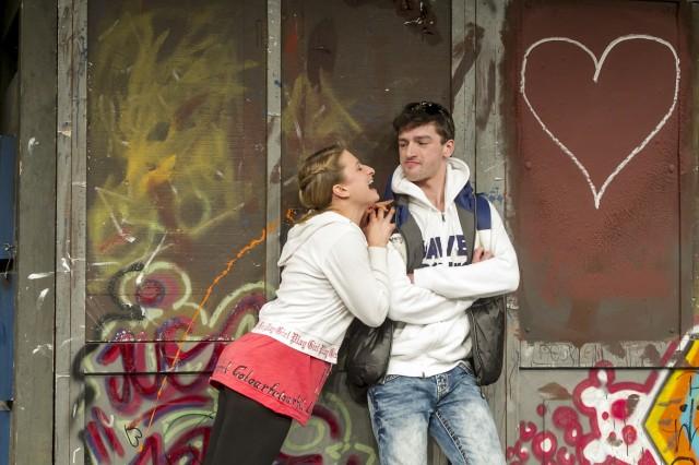 Eins auf die Fresse, Grips Theater Berlin. Modernisierte Fassung ab 28. November 2012. Ein Stueck ueber Mobbing, Liebe und Gewalt unter Schuelern. UB Premiere: 15. Oktober 2013.