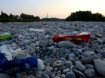 Abfall an der Isar in München, 2015