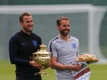 June 13 2018 Saint Petersburg Russia Harry Kane L and head coach Gareth Southgate of the Eng