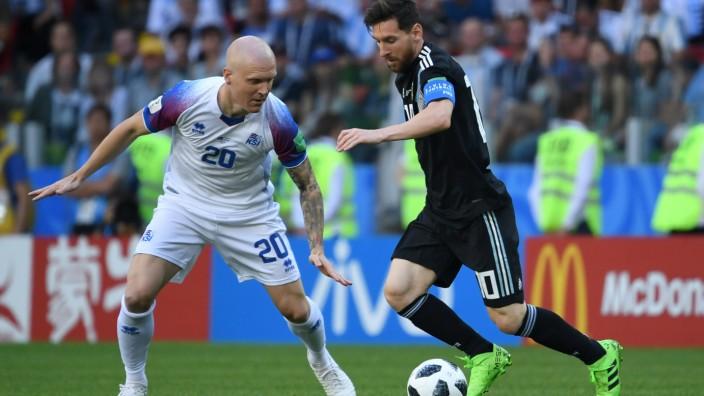 Wm Messi Scheitert Mit Elfmeter Gegen Island Sport