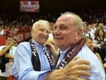 Basketball Herren 1 Bundesliga Saison 2017 18 Playoff Finale Spiel 5 FC Bayern München Alba; Basketball FC Bayern Uli Hoeneß
