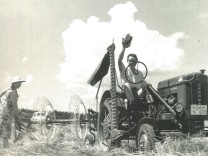 Dachau in den 50er Jahren: Die Frauen helfen in der Landwirtschaft mit.