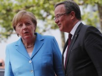 Bundeskanzlerin Angela Merkel (CDU) und NRW-Ministerpräsident Armin Laschet
