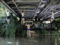 Brückenhangeln in Frankreich