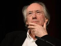 britische Schriftsteller Ian Russell McEwan liest am 11 03 2017 in Köln auf der Lit Cologne dem int