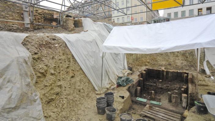 Ausgrabungen unter dem Marienhof: Auf der Suche nach Spuren von früher.