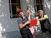 Clowns ohne Grenzen, Clownshow in der Pfarrei St Peter und Paul am Lehrer Götz Weg 21 a in Trudering