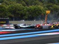 2018 French GP CIRCUIT PAUL RICARD FRANCE JUNE 24 Sebastian Vettel GER Ferrari SF 71H hits Val