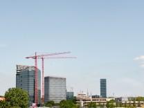 Blick auf das SZ-Hochhaus und die Baustelle der Bavaria Towers am Vogelweideplatz