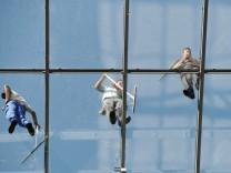 Fassadenreiniger am Flughafen in Frankfurt am Main