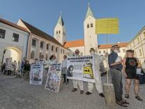 Plane Stupid: Demo vor dem Kardinal-Doepfner-Haus
