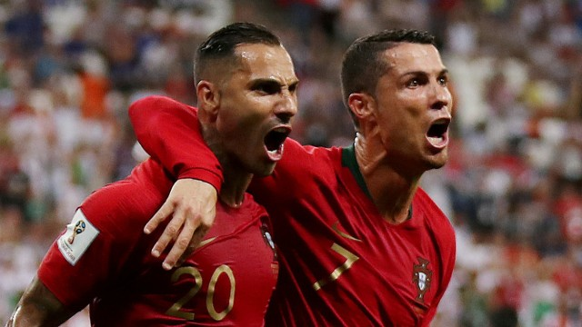 Ricardo Quaresma und Cristiano Ronaldo bejubeln ein WM-Tor gegen den Iran.